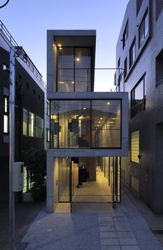 Image 14 of 21 from gallery of House in Takadanobaba / Florian Busch Architects. Courtesy of Florian Busch Architects Architecture Du Japon, Architecture Design, Japanese Architecture, Beautiful Architecture, Residential Architecture, Contemporary Architecture, Installation Architecture, Contemporary Houses, Building Architecture