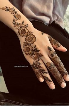 50 Most beautiful United Kingdom Mehndi Design ( United Kingdom Henna Design) that you can apply on your Beautiful Hands and Body in daily life.