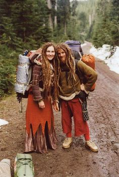 Looks like Fili and his girlfriend are heading to Woodstock. Check out the dreads! Boho Hippie, Hippie Style, Hippie Man, Boho Gypsy, Hippie Couple, 1970s Hippie, Woodstock, Mundo Hippie, Estilo Hippie