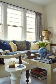Little Known Insider Tips for Getting Expensive Looking Decor + Sources- I adore William McLure's decorating style. And I think that I tracked down the source of his way cool coffee table in his gorgeous blue and white living room.