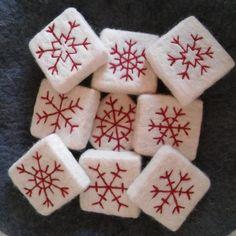 Sim Ornate Felt Soaps & Felt Soap Source by The post Sim Ornate Felt Soaps & Felt Soap appeared first on Soap. Felted Soap, Wet Felting, Needle Felting, Christmas Soap, Christmas Crafts, Felt Crafts, Diy And Crafts, Wool Art, Felt Birds
