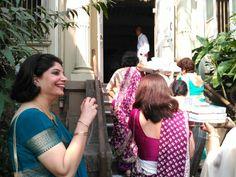 La alegría de los presentes psrs la novia,siguiendo la tradición Parsi. www.holoplace.net/info