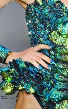 Die Blonds im Frühjahr 2014 der New York Fashion Week - Mode Stil New York Fashion, Glitter Make Up, Look Girl, Fashion Details, Fashion Design, Turquoise, Teal, Blue Gold, Spring 2014