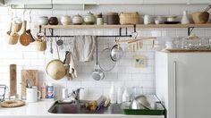"""家の中でも特にキッチンには、暮らす人の趣向、工夫、 そして物語がつまっているように思います。 使いや... - リンネル公式通販 """"kuraline(クラリネ)""""は、日本各地それぞれの良いものや、憧れの北欧雑貨などをたくさんご紹介。暮らしをちょっとゆたかに、ずっと長く使いたいものやことを集めて、みなさんにお届けしています。"""