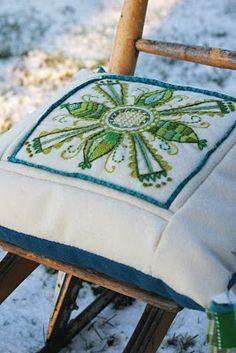 Lina's very nice hand work/embroidery. Scandinavian Embroidery, Swedish Embroidery, Hand Work Embroidery, Wool Embroidery, Embroidery Motifs, Vintage Embroidery, Machine Embroidery, Embroidery Ideas, Westerns