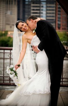 Bride and groom in love, downtown Chicago! | See the wedding photographers full profile in the link | mermaid wedding dress white bouquet classic wedding