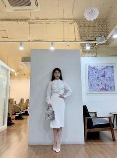 (2) 라디안 🎨 (@radian_iu) | Twitter Classy Outfits, Chic Outfits, Fashion Outfits, Kpop Outfits, Skirt Outfits, Luna Fashion, Elegant Outfit, Queen, Kpop Girls