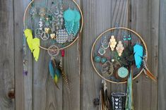 40 Brilliant DIY Organization Hacks via Brit + Co.Never would have thought about Dream Catchers for jewelry! Now I have a few plans, since I make dream catchers anyway. Diy Jewelry Holder, Jewelry Organizer Wall, Jewellery Storage, Earring Holders, Earring Display, Earring Hanger, Earring Storage, Jewelry Hanger, Hang Jewelry