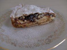 Dire che la Monterossina (torta tipica di Monterosso, paesino delle Cinque Terre) è buona è una bugia... è BUONISSIMA! Un guscio di frolla croccante ab
