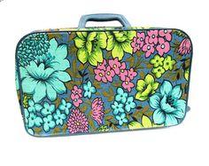 Bantam Travelware Small Retro Suitcase Made in Korea by worldvintagefashion
