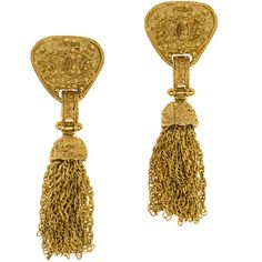 Nothing is more delightful than a tassel! These Chanel Logo Tassel Earrings do just the trick! These earrings feature gold tone hardware with interlocking 'CC'…