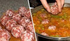 Rýchla večera z jedného plechu pre celú rodinu.Vyskúšajte tieto vynikajúce kuracie prsia z jedného plechu.Vďaka kyslej smotane je mäso jemné a šťavnaté a ďalšie prísady dopĺňajú jeho skvelú chuť! ingrediencie: 3 kúsky kuracích pŕs rozdelených na polovice 400 ml kyslej smotany 1 cibulu 2 červené papriky 6 plátkov slaniny (alebo tri dlhé rozdelené na polovice) 6 plátkov šunky 1 ostrú