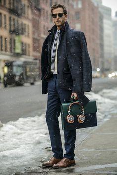 abbigliamento-business-casual-uomo-occhiali-da-sole-borsa- a48bc9b6337f