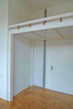 Hochbett und Regal-Treppe