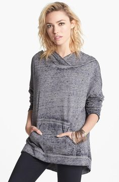 Weekend-ready with this slouchy-chic sweatshirt.