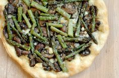 Spring Vegetable Pizza with Asparagus and Mushrooms Asparagus Pizza, Asparagus And Mushrooms, Creamed Mushrooms, Stuffed Mushrooms, Artisan Pizza, Mushroom Pizza, Good Pizza, Vegetable Pizza, Vegetarian Recipes