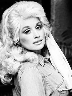 #Country #Diva #DollyParton in 1976 - Country music news, reviews & all your favs @ www.jeunessems.com