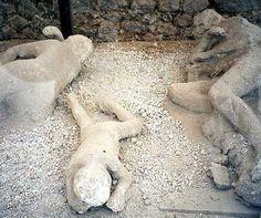 Pompeya. A pesar del tiempo, estremece ver las imágenes de las víctimas. Los restos de una familia entera