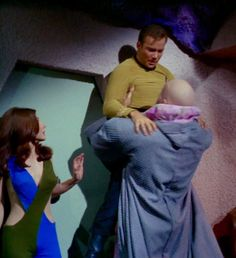"""Andrea (Sherry Jackson), James T. Kirk (William Shatner), and Ruk (Ted Cassidy) - Star Trek: The Original Series """"What are Little Girls Made Of?"""" (First Broadcast: October Star Trek Original Series, Star Trek Series, Ted Cassidy, Sherry Jackson, Star Trek Wedding, Start Trek, Star Trek Cast, Sci Fi Tv Series, Star Trek 1966"""