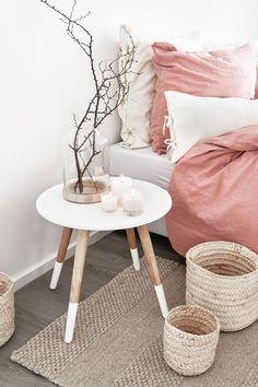 Skandi Love ♥ Ganz egal, ob im Wohnzimmer oder im Schlafzimmer, dieser Tisch ist der perfekte Begleiter für ein Interior im skandinavischen Design. // Holz Weiß Nachttisch Skandi