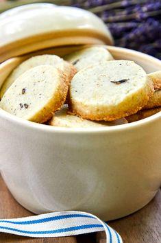 Sablés à la lavande et citron Le Boudin, Cookie Box, Piece Of Cakes, Cookies Et Biscuits, Christmas Cookies, Muffins, Pudding, Baking, Sweet