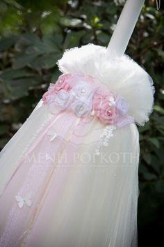 Κλασική ρομαντική πλούσια λαμπάδα βάπτισης για κορίτσι με χειροποίητα λουλούδια και πεταλούδες