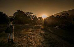 #mornings #sunrise #sun #photojournalism #socialdocumentary #documental #documenting #sociallandscape #aborigen #countrylife #traveler #mountains #burro #colombianphotojournalist #visualstorytelling #rising by villamilvisuals