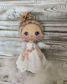 Куколка ростом 20 см, сидит сама, стоит лучше с опорой, ручки гнутся, волосики натуральные козьи, крашены мной, можно делать хвостики и заплетать, крылышки, платице, ажурные лосинки, сапожки - всё снимается, куколка при маме #куклыеленывылегжаниной #текстильнаякукла #кукла #подарок #подарокнановыйгод #ангел #ярмаркамастеров #мск #спб #россия #коллекционнаякукла #doll #dollstagram #handmadedoll #clothdoll #artdoll