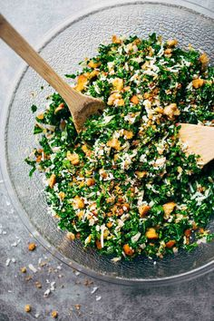 The Best Toasted Bread, Parmesan, And Kale Salad Tossed In A Tangy Shallot, Lemon, And Olive Oil Dressing Yum Vegetarian Recipes, Cooking Recipes, Healthy Recipes, Delicious Recipes, Healthy Salads, Healthy Eating, Kale Salads, Olive Oil Dressing, Food Porn