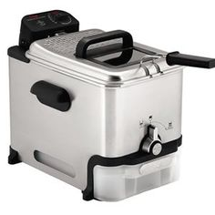 Prepare all your fried favorites for the entire family with the T-fal ultimate EZ clean deep fryer. This T-fal deep fryer features a unique oil filtration system which automatically drains and filters oil for future use. Home Deep Fryer, Deep Fryer Oil, Best Deep Fryer, Electric Deep Fryer, Small Kitchen Appliances, Cool Kitchens, Home Appliances, Kitchen Small, Kitchen Stuff