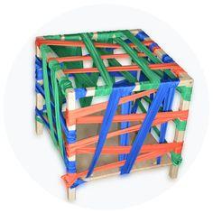 CAJA DE CINTAS    Cubo hecho con listones de madera y las paredes son cintas de tela (un poco elásticas para evitar roces en la piel del pequeñ@) para que el niñ@ pueda entrar y salir sorteando las cintas. Estos movimientos permiten trabajar y desarrollar la motricidad gruesa. Un reto que a los niños les encanta