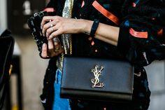 Street style à la Fashion Week printemps-été 2017: Yves Saint Laurent