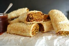 Here is a delicious veggieful sausage roll recipe, the perfect snack for anytime. Savoury Pastry Recipe, Savoury Baking, Savoury Cake, Pastry Recipes, Lentil Recipes, Vegetarian Recipes, Vegetarian Options, Vegetable Recipes, Diet Recipes
