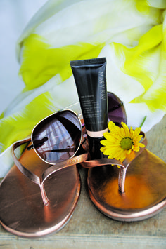 Want a quick, light beauty option for the weekend? Mary Kay® CC Cream Sunscreen SPF 15 instantly corrects complexion imperfections in an easy, one-step solution for flawless-looking skin. #CCOnTheGo