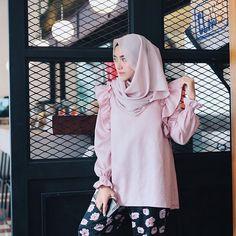 Add more a ladylike by wearing this Jade Top from @nisacookieproject  Suka pisan sama baju ini, love love