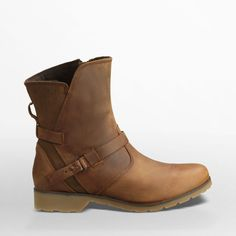 Shop the Women's De La Vina Low- Great traction paired with a waterproof upper means these stylish boots will keep you upright in the slickest conditions.