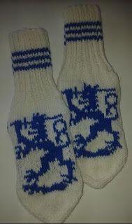 Uman oma käspaikka: Käsityö 27 : Sinivalkoiset leijonasukat Socks, Knitting, Fashion, Moda, Tricot, Fashion Styles, Breien, Sock, Stricken