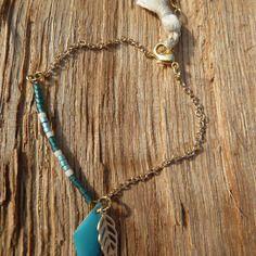 Bracelet chaîne dorée et perles de rocaille
