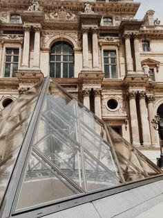 Le Louvre - Detail - Paris - France