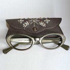 sweet little glasses - so cute!
