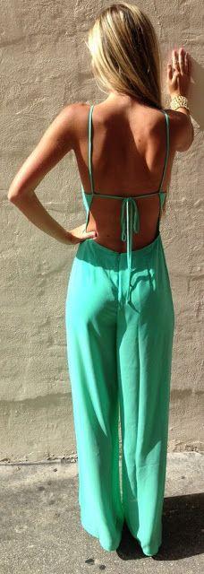 Mulheres acima de 40º: O charme fica hoje para as pantalonas, calças sequinhas e belíssimos os macacões!