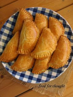 Food for thought: Τυροπιτάκια κουρού Greek Appetizers, Appetizer Recipes, Food Network Recipes, Food Processor Recipes, Grilling Recipes, Cooking Recipes, Greek Cooking, Greek Dishes, Appetisers