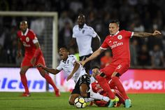 SIC Notícias   Benfica vence o Vitória de Guimarães por 3-1