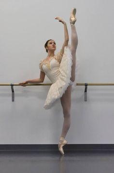 movementaddiction:  . http://ift.tt/102TZaD Dance Pictures, Dance Photos, Ballet Pictures, Lets Dance, Dance Moms, Ballet Barre, Ballet Dancers, Ballet Costumes, Dance Costumes
