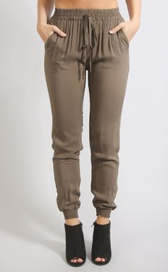 When comfort is but you still wanna be trendy, these jogger pants are here for you. They feature a trendy jogger silhouette with an elastic waistband. They are made of the softest fabric and come in Casual Outfits, Summer Outfits, Cute Outfits, Fashion Pants, Women's Fashion Dresses, Pants For Women, Clothes For Women, Jogger Pants, Women's Pants