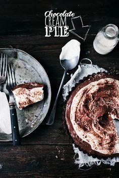 Nu hörni, nu ska jag dela med mig av något som är så löjligt gott att jag skulle kunna äta upp alltihop själv. Nämligen chocolate cream pie. Eller man kanske kan kalla den chokladpuddingpaj på...