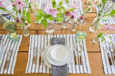 Boring Household Things I Never Thought I'd Be Into, But I Am Now (Domestic Practicality FTW) - Emily Henderson #homeproducts #domestic Tabletop, Em Henderson, Dining Room Paint Colors, Linen Placemats, Outdoor Parties, Holiday Tables, Table Linens, Tablescapes, Table Settings