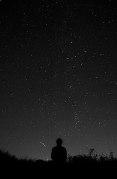 The night sky holds so much beauty and wonder in its mystique. Stargazing is so incredible. Dark Wallpaper, Wallpaper Backgrounds, Jack Und Sally, Sky Full Of Stars, Star Sky, Nocturne, Stargazing, Night Skies, Sky Night