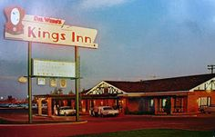 Del Webb's Kings Inn in the 1960s, 107th Avenue and Grand, Sun City, Arizona. Deluxe Rooms, TV, Restaurant, Cocktail Lounge, Swimming Pool. Fry's grocery store is there now. Sun City, Restaurant Recipes, Grocery Store, Swimming Pools, 1960s, Arizona, Cocktails, Lounge, Rooms