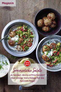 Taboulé, griechischer Salat und Tomatensalat mit Mozzarella gehören zu den beliebtesten Sommersalaten. Sie passen immer: Sei es zu Grilladen oder als Lunch zum Mitnehmen. Wir zeigen Ihnen ein paar interessante Variationen und liefern Ihnen weitere Ideen für sommerliche Salathits. Mozzarella, Grains, Rice, Ethnic Recipes, Food, Recipes, Greek Salad, Salads, Couple
